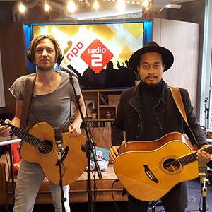 Singer songwiriter Bowe live bij NPO Radio 2 - akoestische band