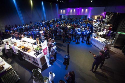 Live ambulante muziek tijdens een congres of bedrijfsevenement